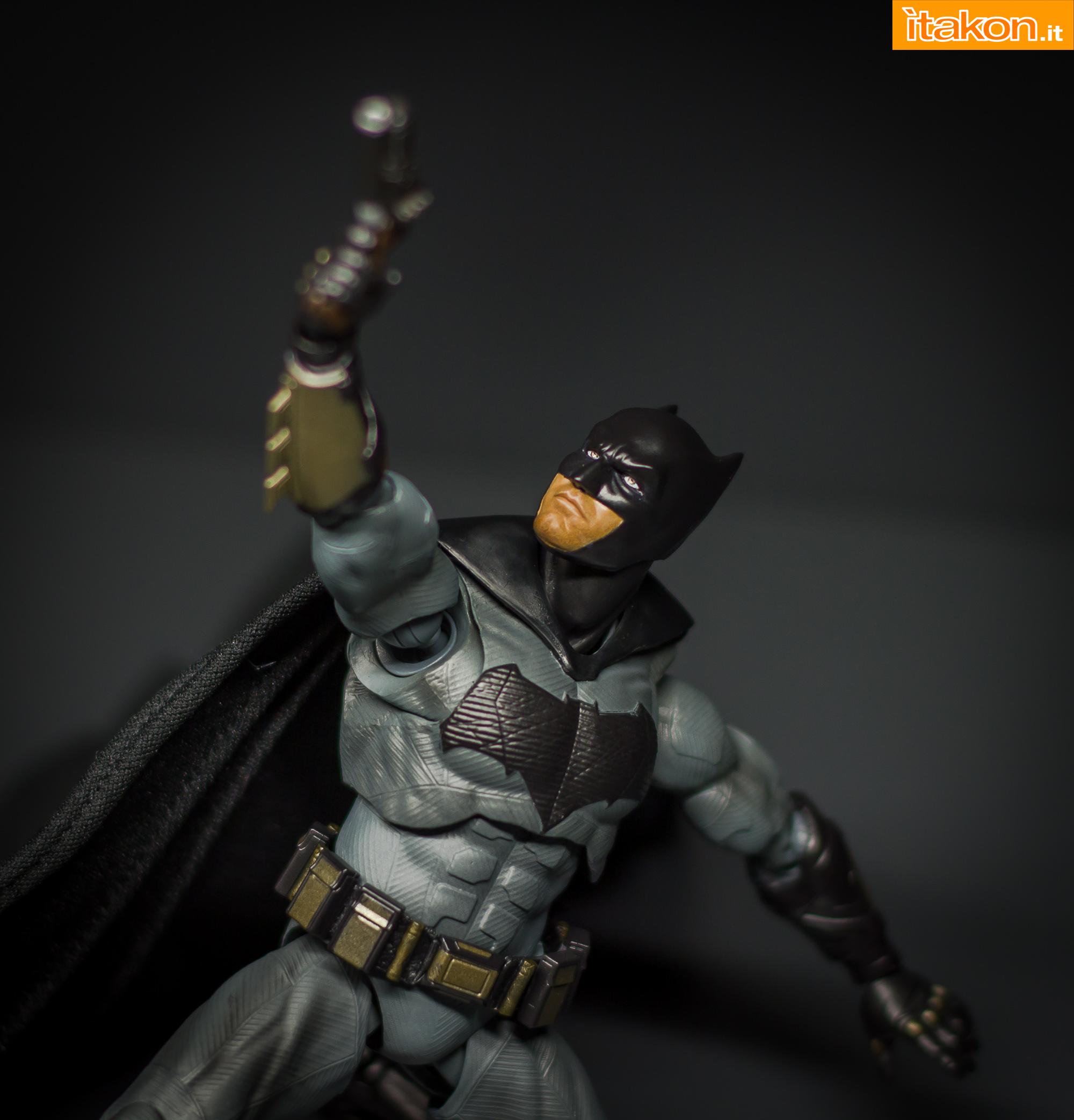 Link a Bandai S.H Figuarts Batman Justice League-48