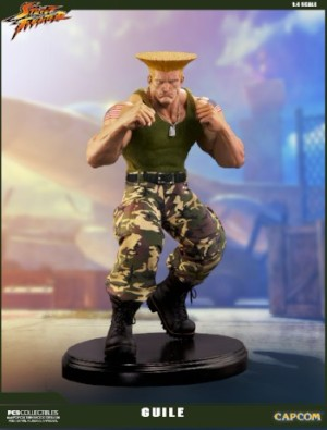 Link a PCS-Street-Fighter-Guile-Retail-Statue