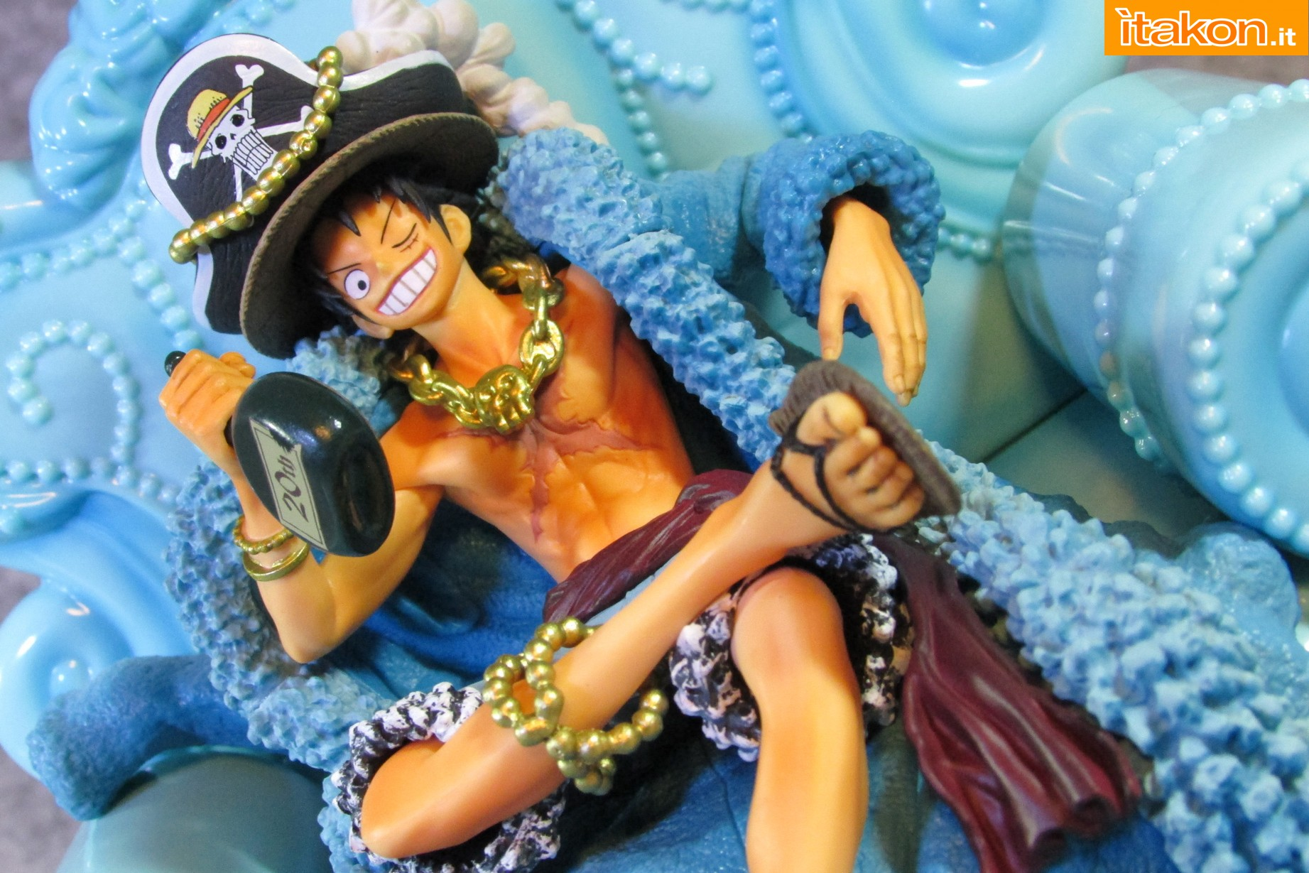 Link a Recensione Review Monkey D. Luffy One Piece 20th Anniversary ver. Figuarts ZERO di Bandai 13
