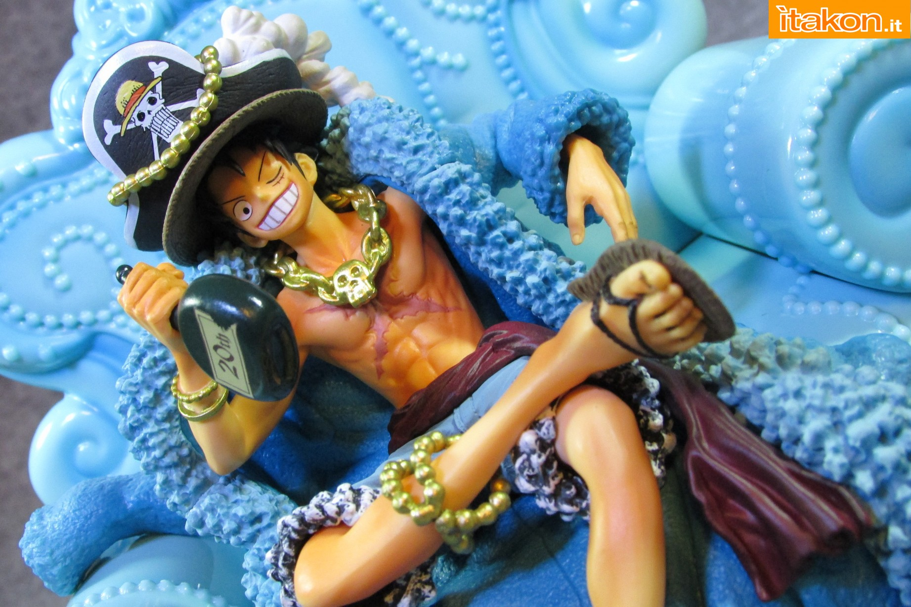 Link a Recensione Review Monkey D. Luffy One Piece 20th Anniversary ver. Figuarts ZERO di Bandai 37