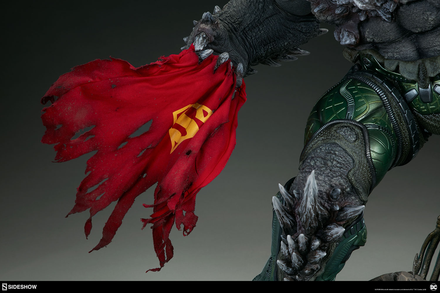 Link a dc-comics-doomsday-maquette-sideshow-300680-15