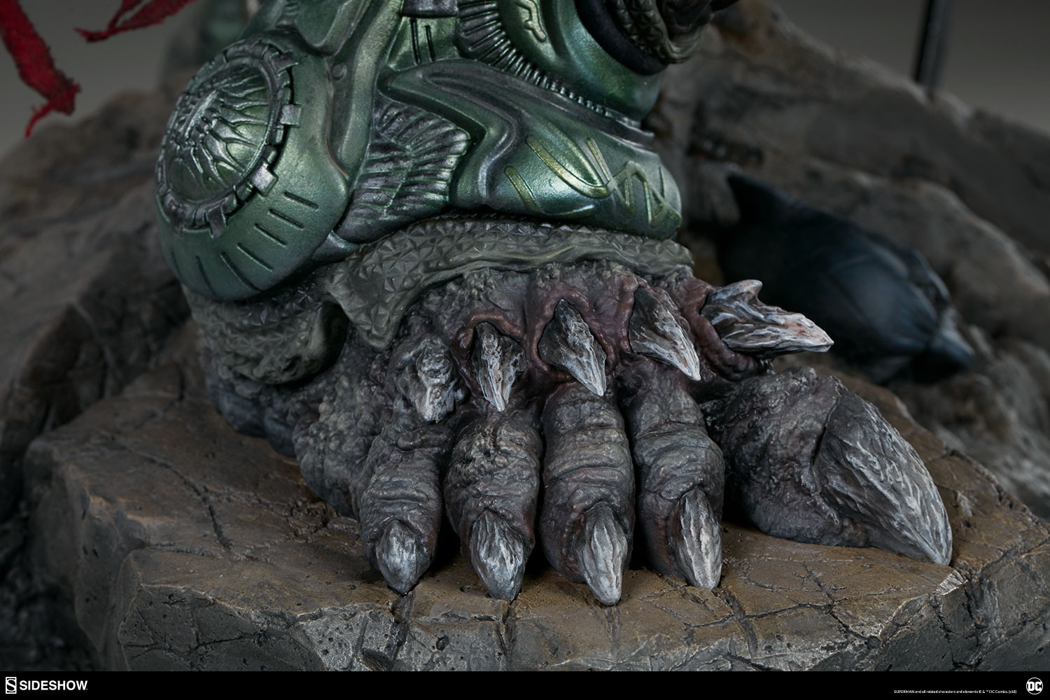 Link a dc-comics-doomsday-maquette-sideshow-300680-29