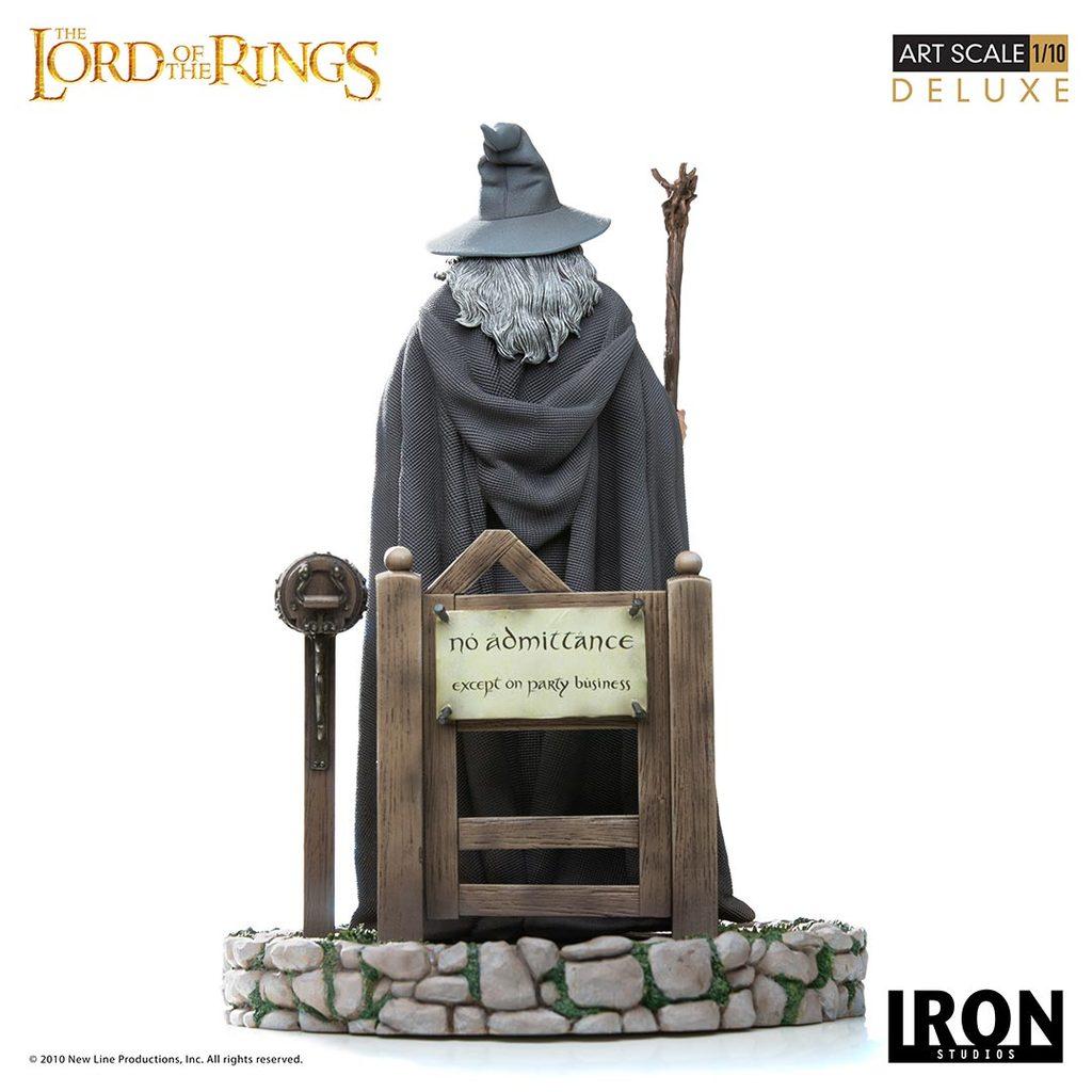 Link a Iron-Studios-Gandalf-Statue-003