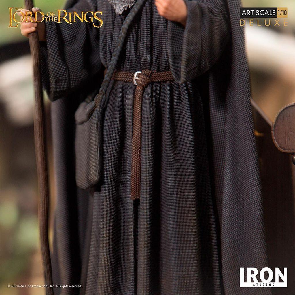 Link a Iron-Studios-Gandalf-Statue-011