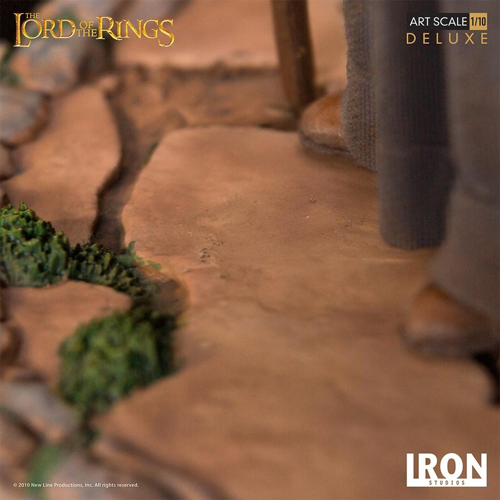 Link a Iron-Studios-Gandalf-Statue-015