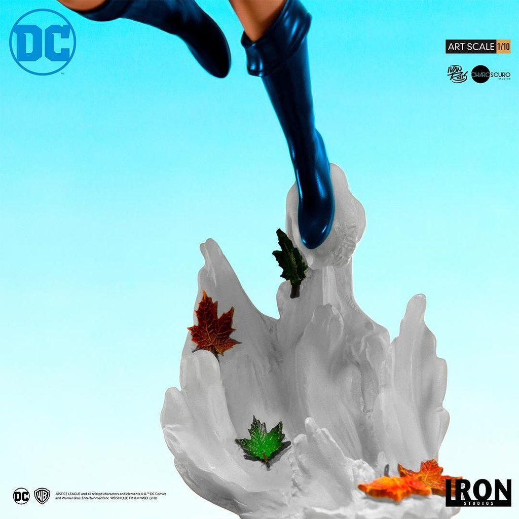 Link a Iron-Studios-Power-Girl-Statue-006