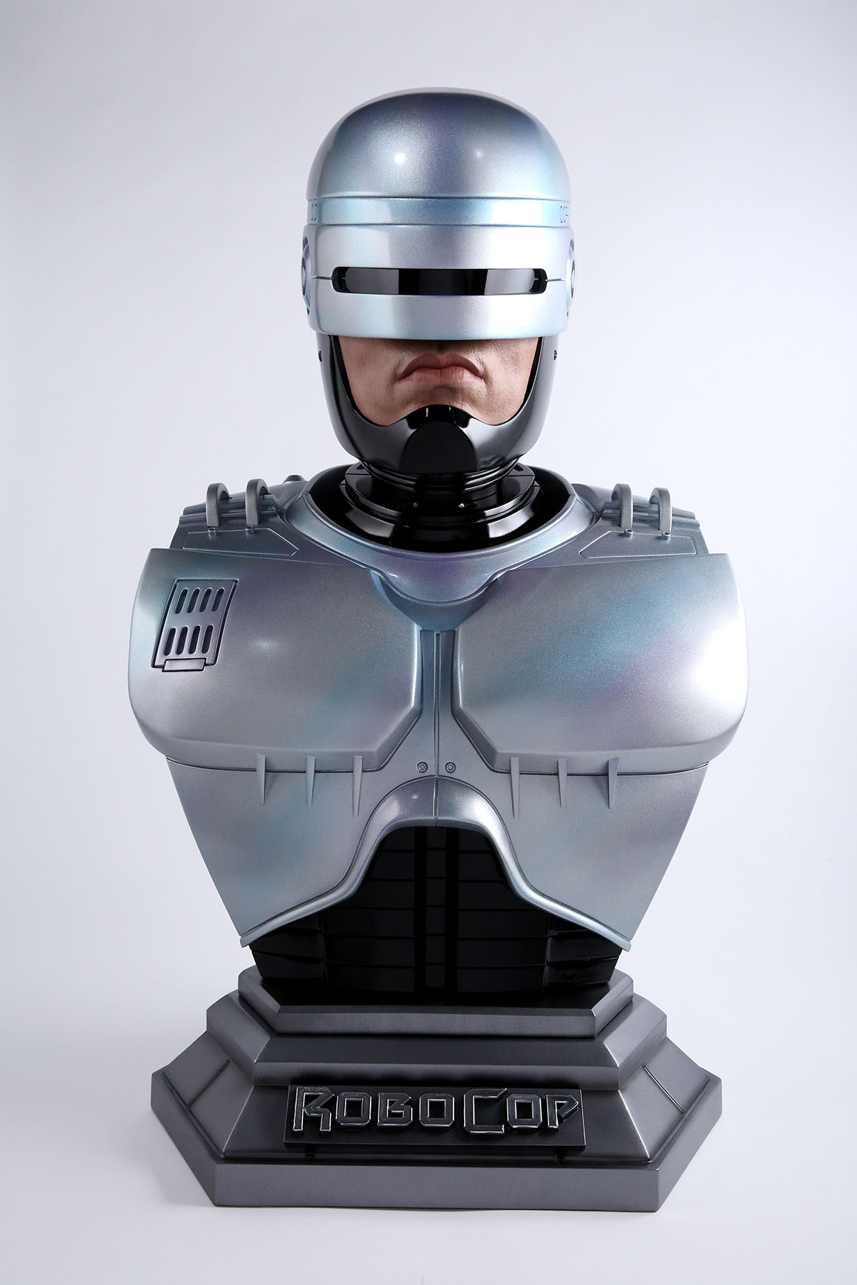 Link a Chronicle-Robocop-Life-Size-Bust-001