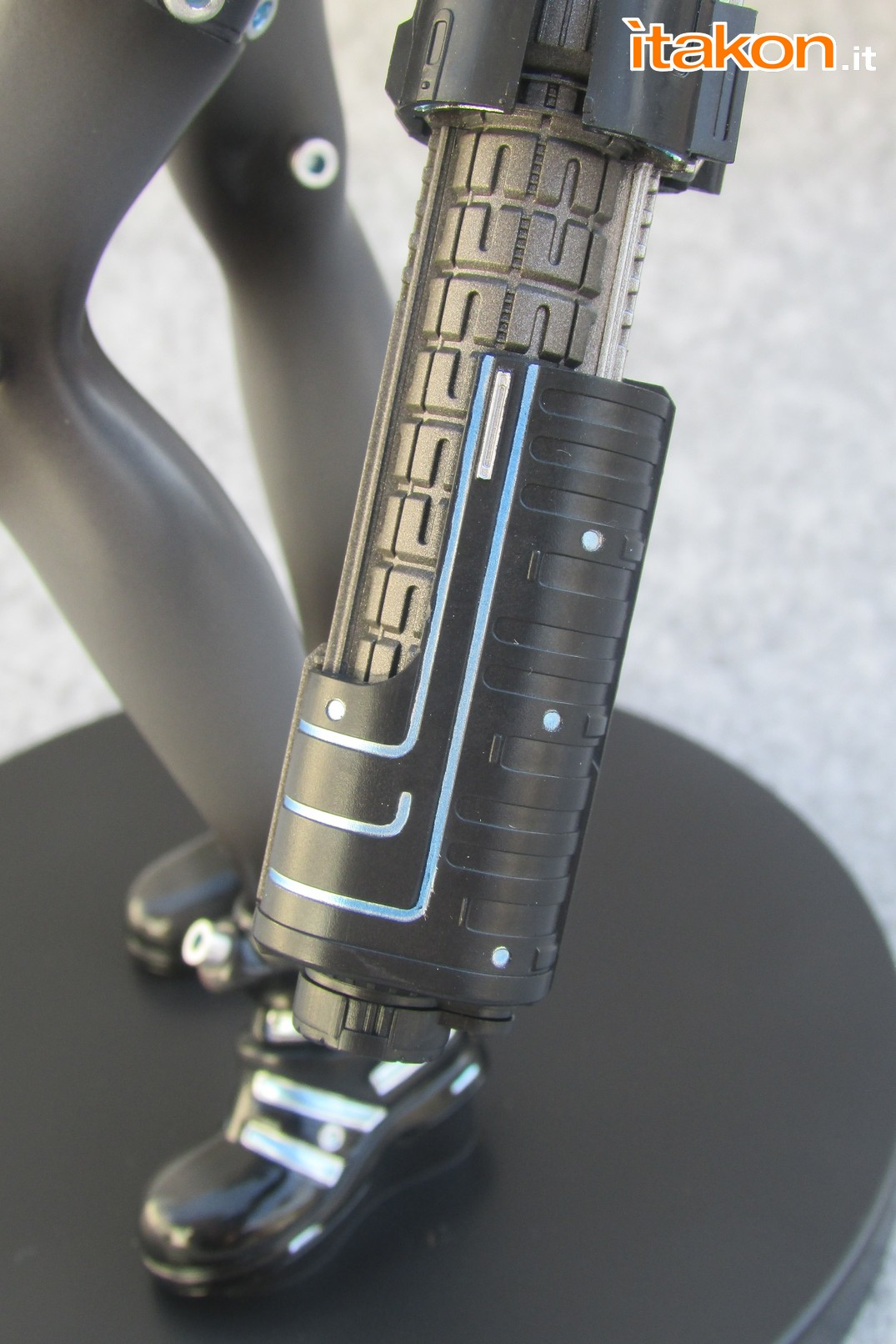 Link a Recensione review Yamasaki Anzu X Shotgun ver. da Gantz 0 di Union Creative International Ltd Itakon.it 55