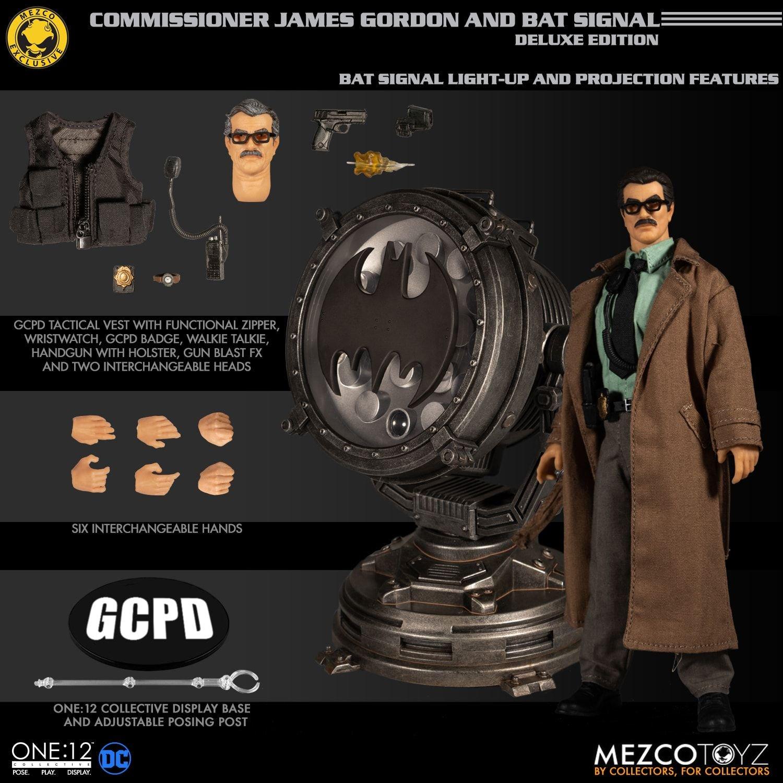 Link a Mezco-Jim-Gordon-and-Bat-Signal-Set-011