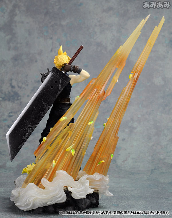Link a Cloud Strife Final Fantasy VII Itakofocus figure Itakon.it 22