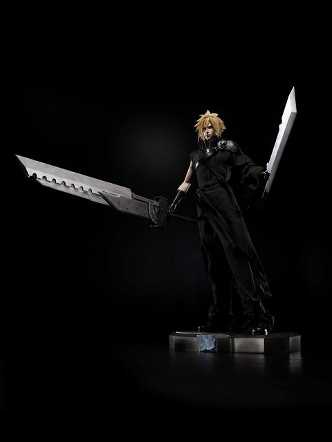 Link a Cloud Strife Final Fantasy VII Itakofocus figure Itakon.it 37