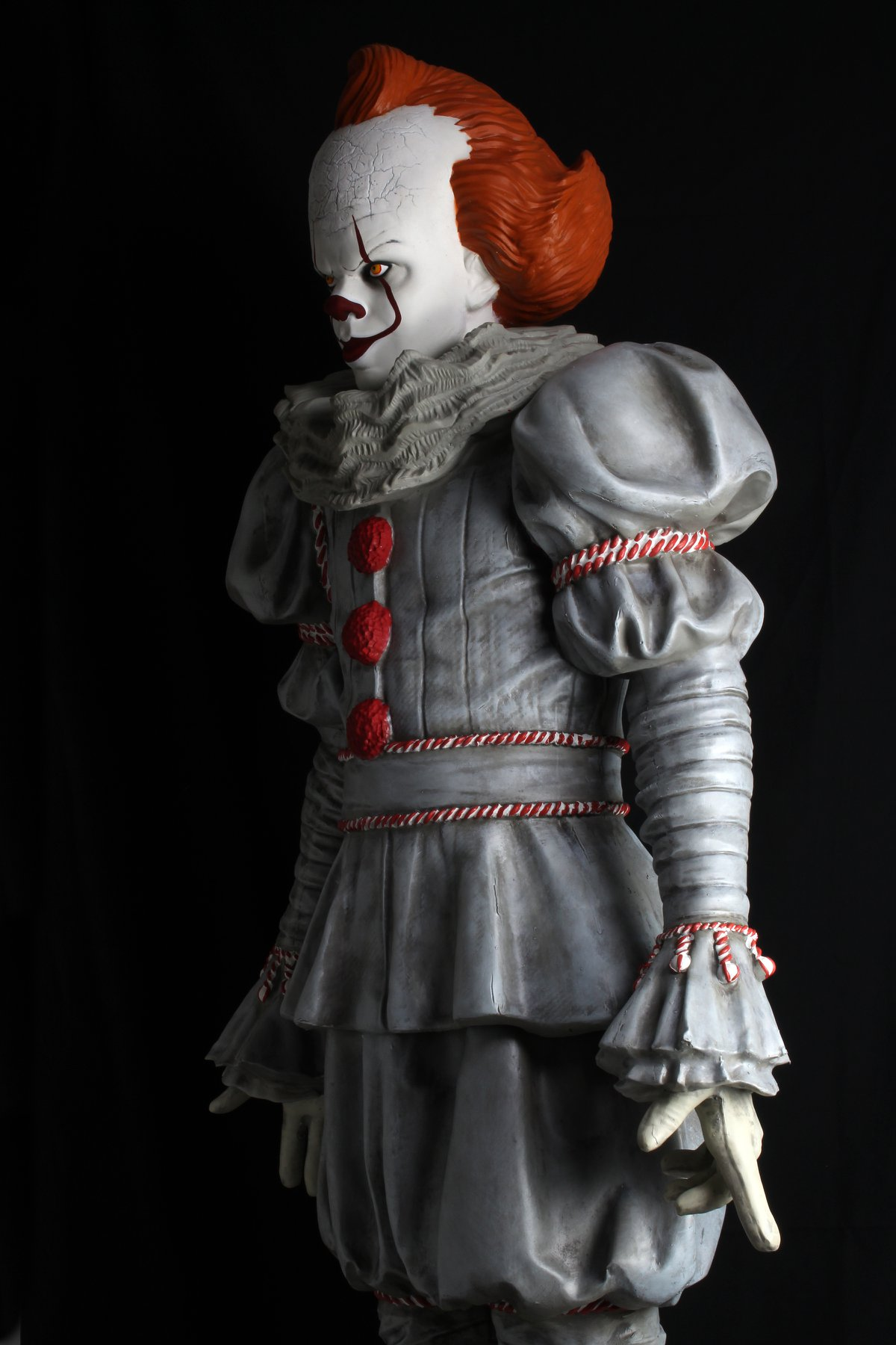 Link a NECA-Life-Size-Pennywise-006