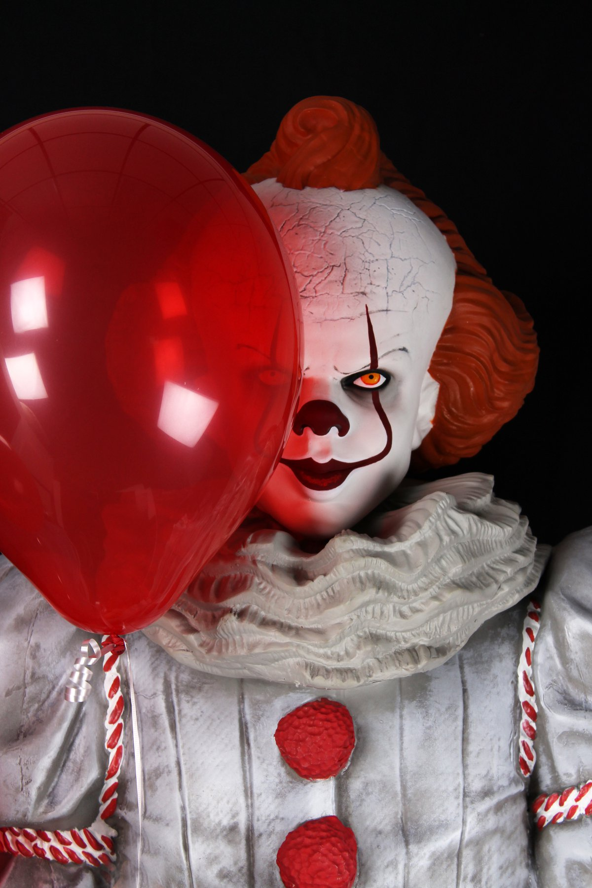 Link a NECA-Life-Size-Pennywise-009