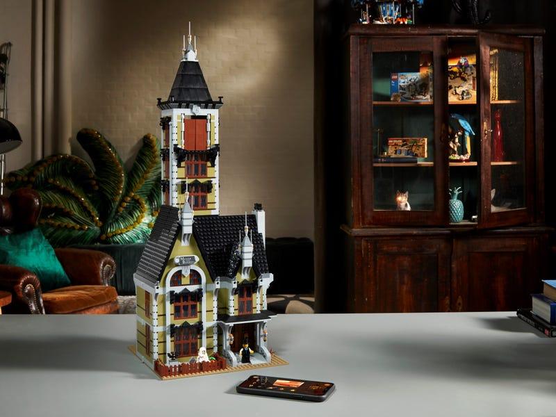 Link a LEGO_creator_La_casa_stregata_10273_Haunted_House-10