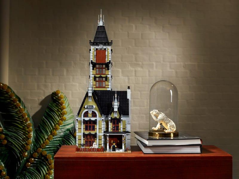 Link a LEGO_creator_La_casa_stregata_10273_Haunted_House-11