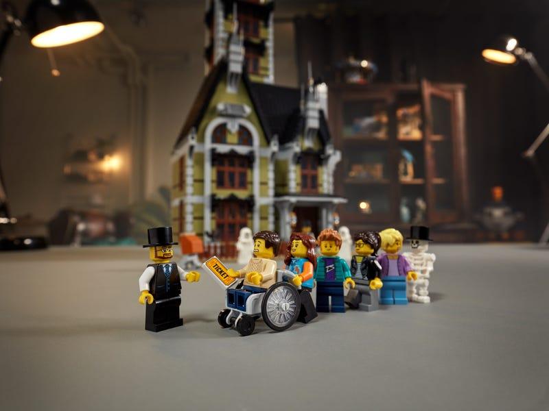 Link a LEGO_creator_La_casa_stregata_10273_Haunted_House-12