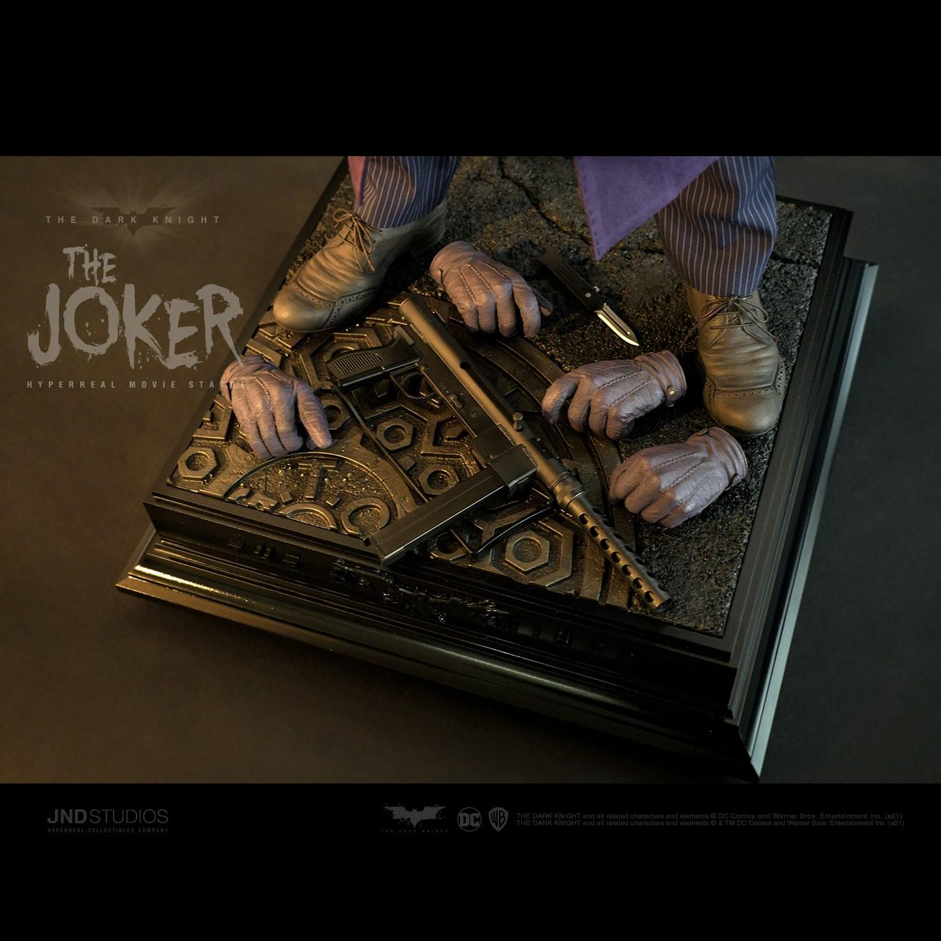 Link a JND Studios The Dark Knight The Joker Hyperreal Statue – (17)