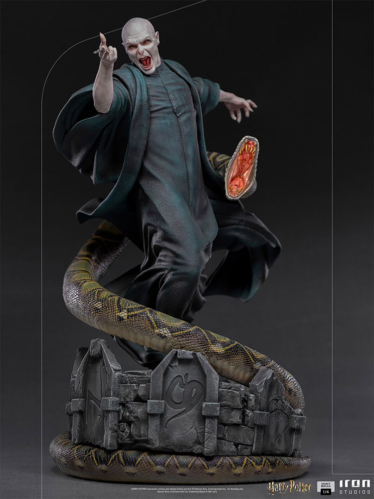 Link a Iron Studios_Voldemort and Nagini_02