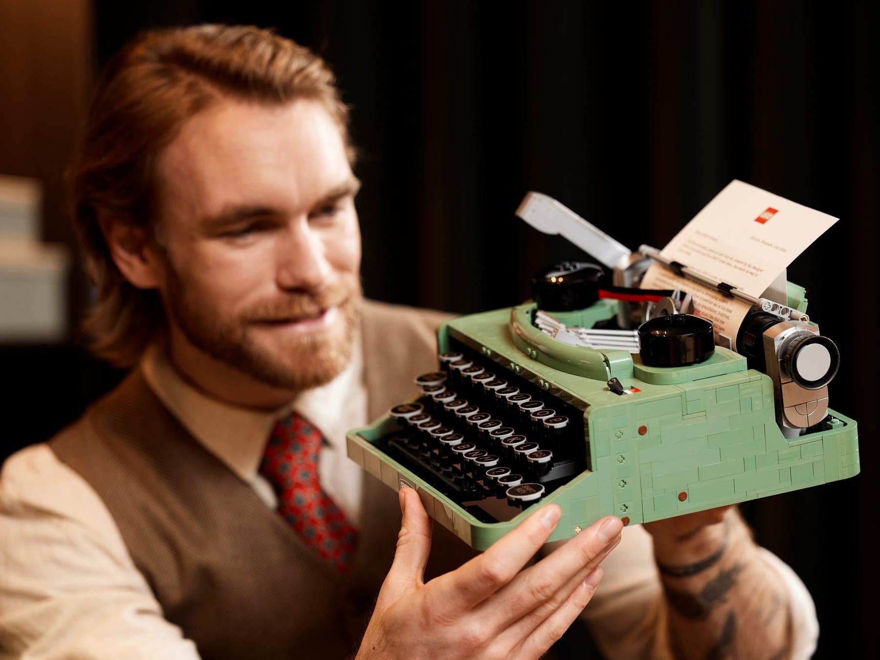 Link a LEGO Ideas arriva la Macchina da Scrivere funzionante! Set 21327 – (10)