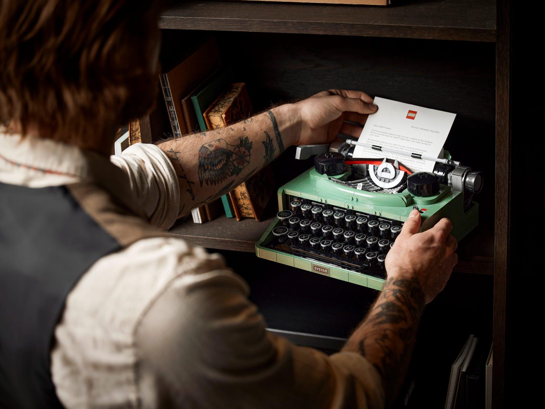 Link a LEGO Ideas arriva la Macchina da Scrivere funzionante! Set 21327 – (15)